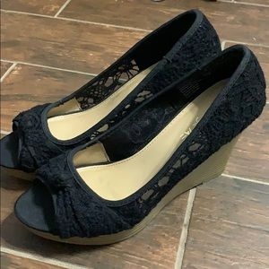Black lace wedge